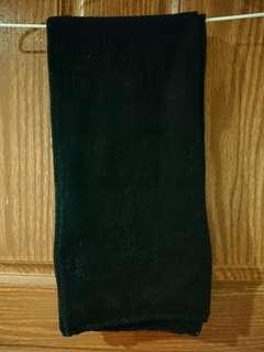📣服飾任3件9折喔!Hello kitty壓紋黑色圍巾