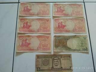 Uang kertas 100 perak perahu pinisi tahun 1992(5 lembar), uang 500 perak orang utan tahun 1992(1 lembar) dan 1 uang real