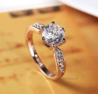 玫瑰金色六爪鑲嵌水晶戒指