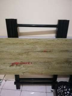 Foldable table / dining table