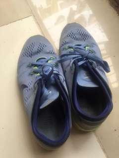 Sepatu nike free biru buat lari