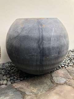 Black fiberglass Pot