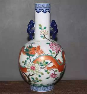 Vase with dragon logo 粉彩龙纹瓷花瓶