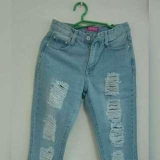 Ripped Denim Jeans (high waist)