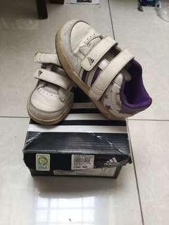 Adidas sepatu sz.24