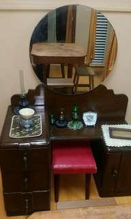 Antik Makeup table