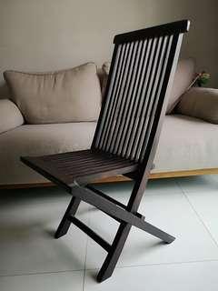 Foldable teak chair