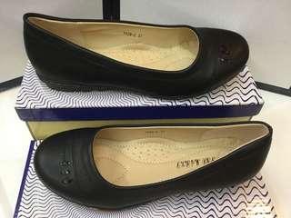 Ladies blackshoes/schoolshoes