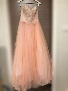 粉橙色晚裝