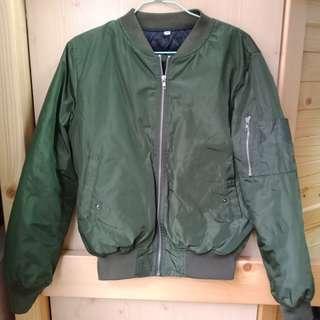 軍綠基本款素面鋪棉飛行外套