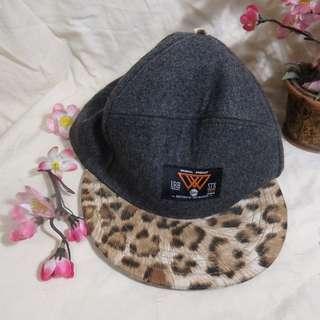 W Korean HAT SNAPBACK Tiger-dots ORI (Topi Snapback Tiger-dot W Buatan Korea ORI) - UNISEX (Cocok untuk Pria dan Wanita)