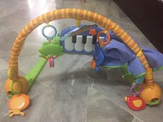 Fisher price Playpen ( cloth of the playpen is tied along it after washed)