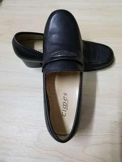 意大利款黑色皮高跟鞋