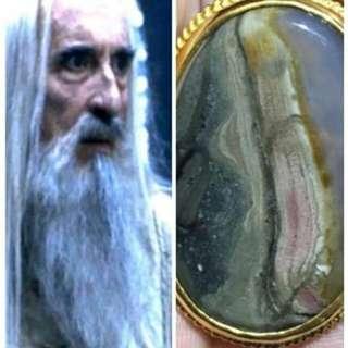 Batu mustika sosok orang tua