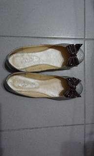 🚚 銀白朵結鞋