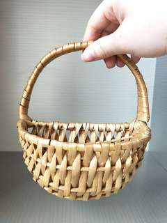 💰🎈#HariRaya35 GSS SALE!! (U.P:$10) HAND-MADE!! RARE RATTEN MINI BASKET, SLIGHTLY BIGGER THAN A LADIES PALM, HOME DECORATIONS,  PUT MINI PLANTS/SWEETS!!  CAN BE HAND-CARRY, REALLY CUTE /HOOK ONTO THE WALL!! ONLY 1!! VERY VERY RARE!!