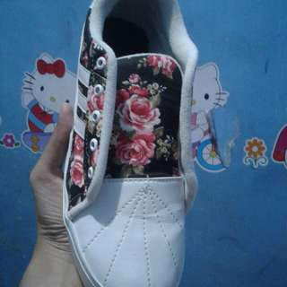 sepatu bunga lucu