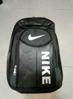 Nike背囊(32*18*43cm)