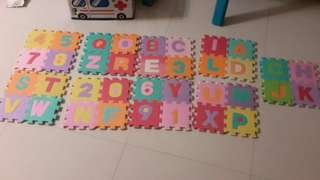 Alphabet and numbers foam playmat
