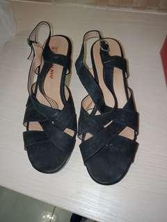 黑色砌型涼鞋