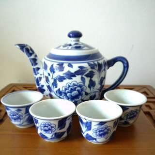 Blue flower Chinese tea set