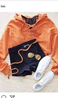 sweater H&m warna soft pink size S, tpi buat yg pakai m juga bisa masuk kok, karena modelny agak besar loose