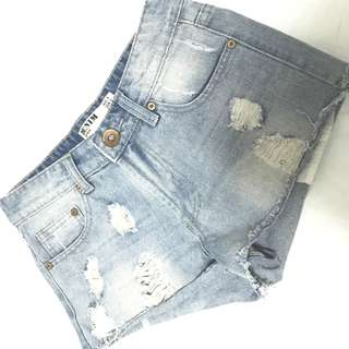 "Cotton on ""Denim"" 品牌牛仔短褲"