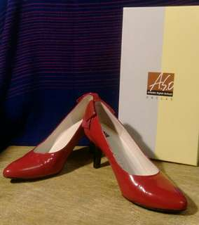 🚚 ASO 正紅真皮高跟鞋
