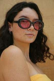 Rose tinted circular-framed sunglasses