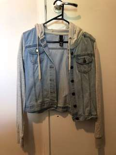 Jeans jacket with cotton fabric sleeve