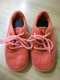 PRE-LOVED Children Smallbirds Wool Runners (Kea Red) Size: 10t