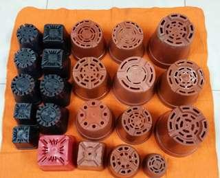 Different size of plastic pots (22 pots)