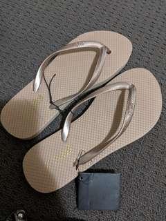 Thongs shoes beige