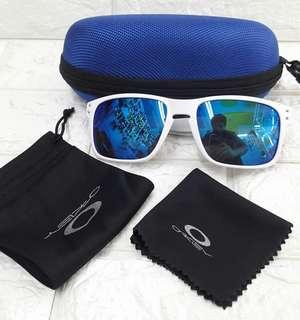 OAKLEY w/ pouch,case + wiper