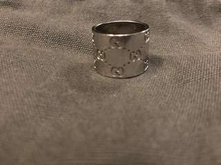 "Gucci 18k white gold double ""GG"" band ring."