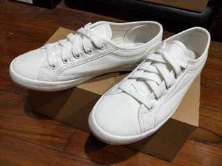 近全新 白鞋