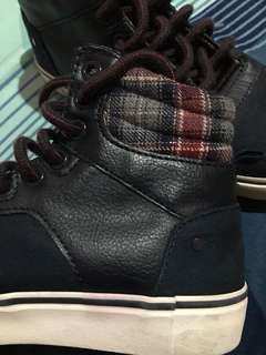 Old navy shoes. In very good condition.