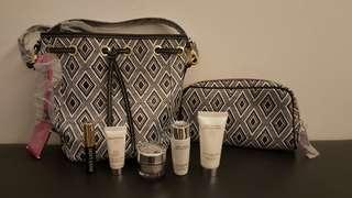 🚚 BN Estee Lauder pouch & tester set