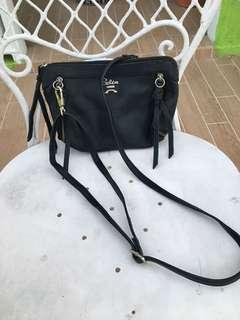 Selin Sling bag