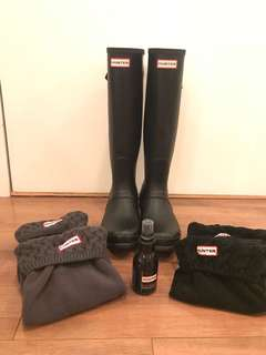 HUNTER rain boots (adjustable) with 2 pairs of hunter socks and new buffer spray