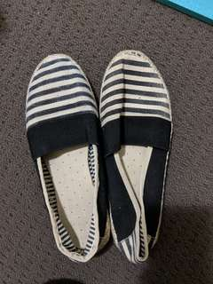 Comfy navy stripe shoes