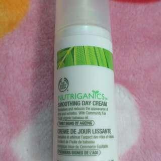 Turun Harga# Nutriganics Smoothing Day Cream The Body Shop