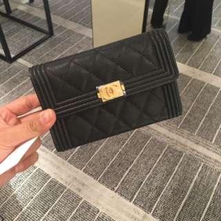 BOY Chanel 黑色金扣牛皮銀包 全新真品