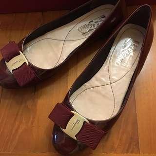 Salvatore Ferragamo 酒紅色平底鞋 5C