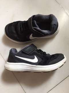 NIKE kids shoes (size 11c US) good condition!