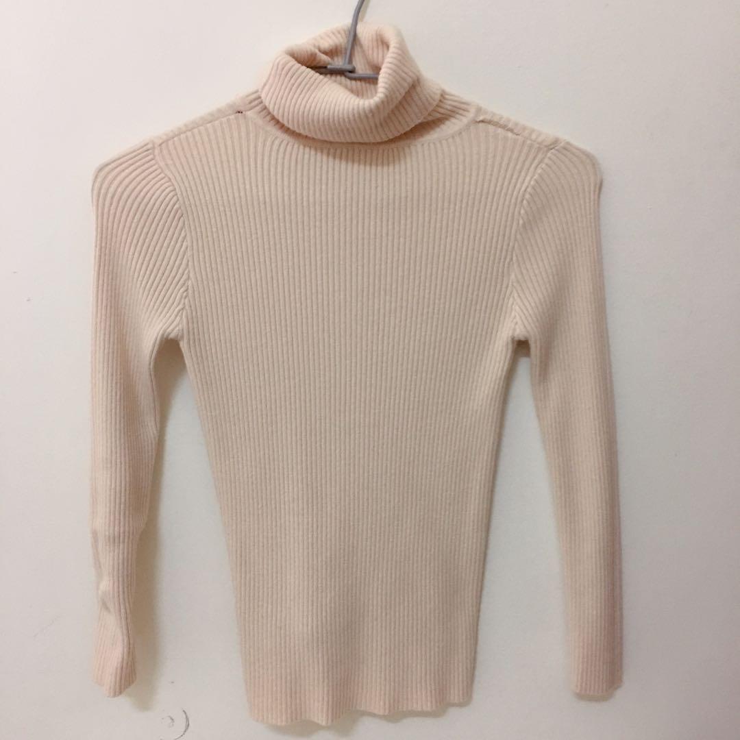 杏色高領針織毛衣