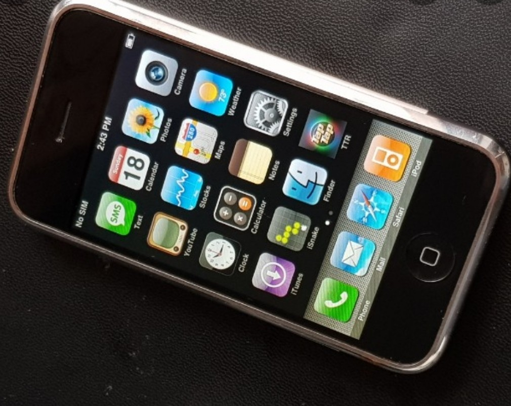 IPhone 2g 1st generation with cable and charger