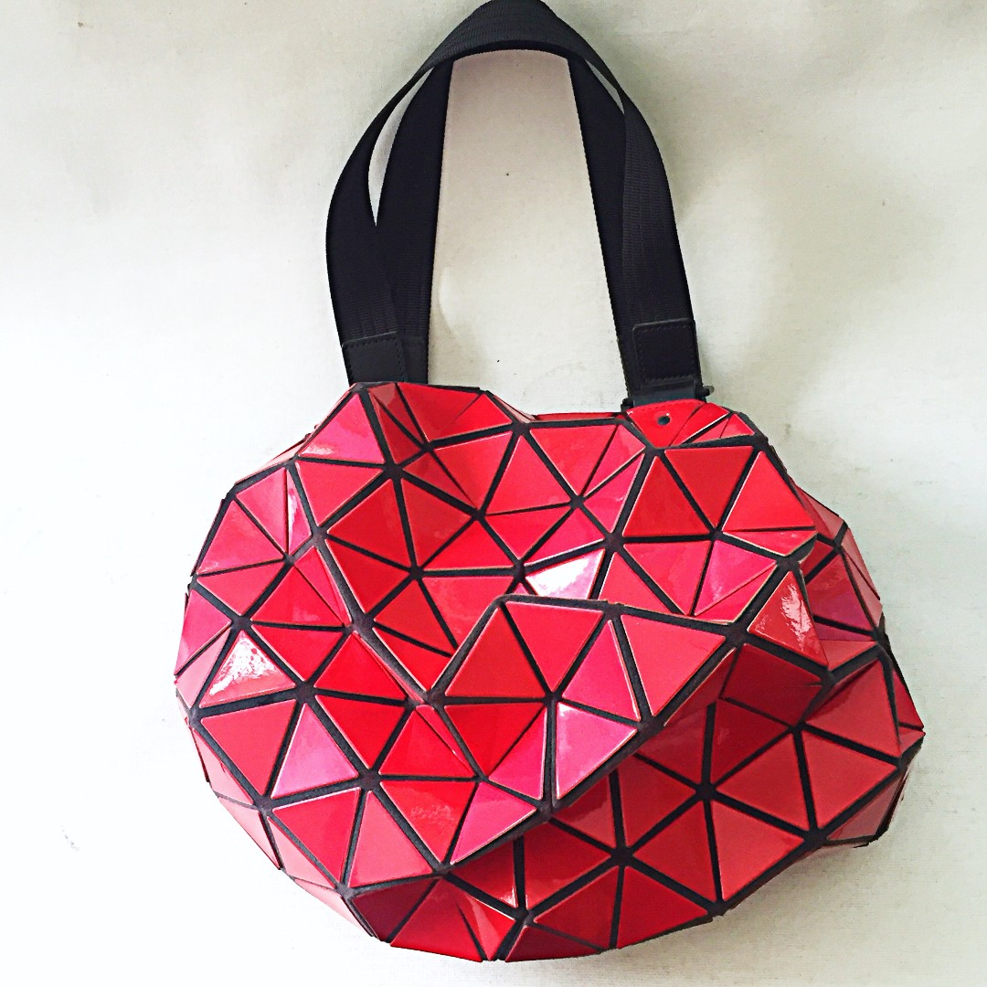 69fcf6aba4 Auth ISSEY MIYAKE PLEATS PLEASE Bao Bao Red Planet Geometric Tote Bag EUC