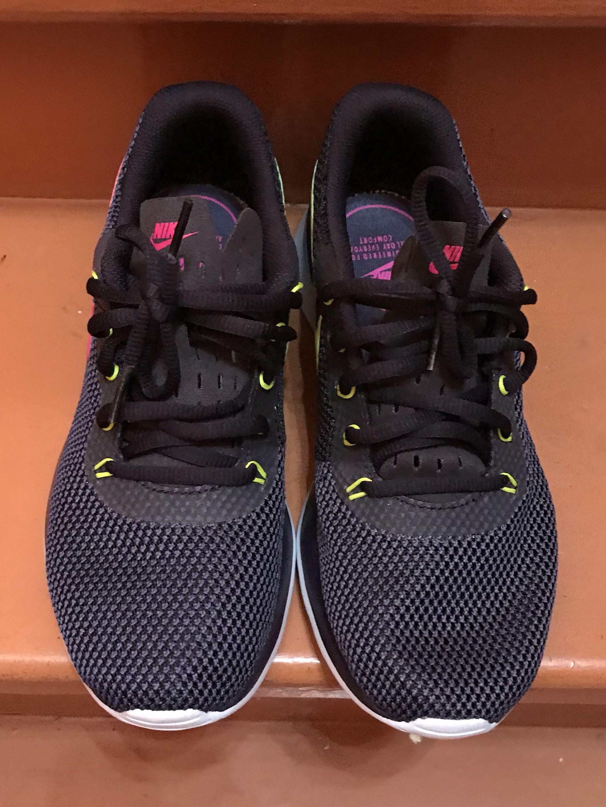 Nike Tanjun Racer Size 6.5 US