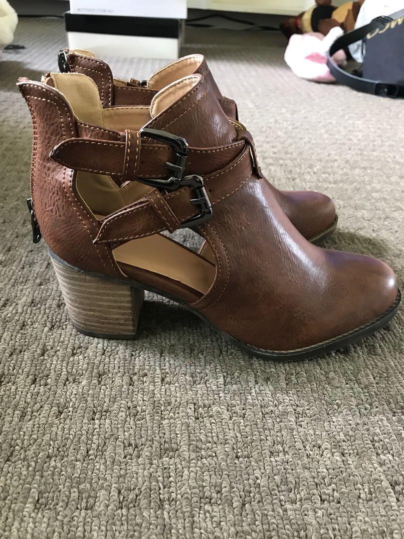 Shubar cutout boots